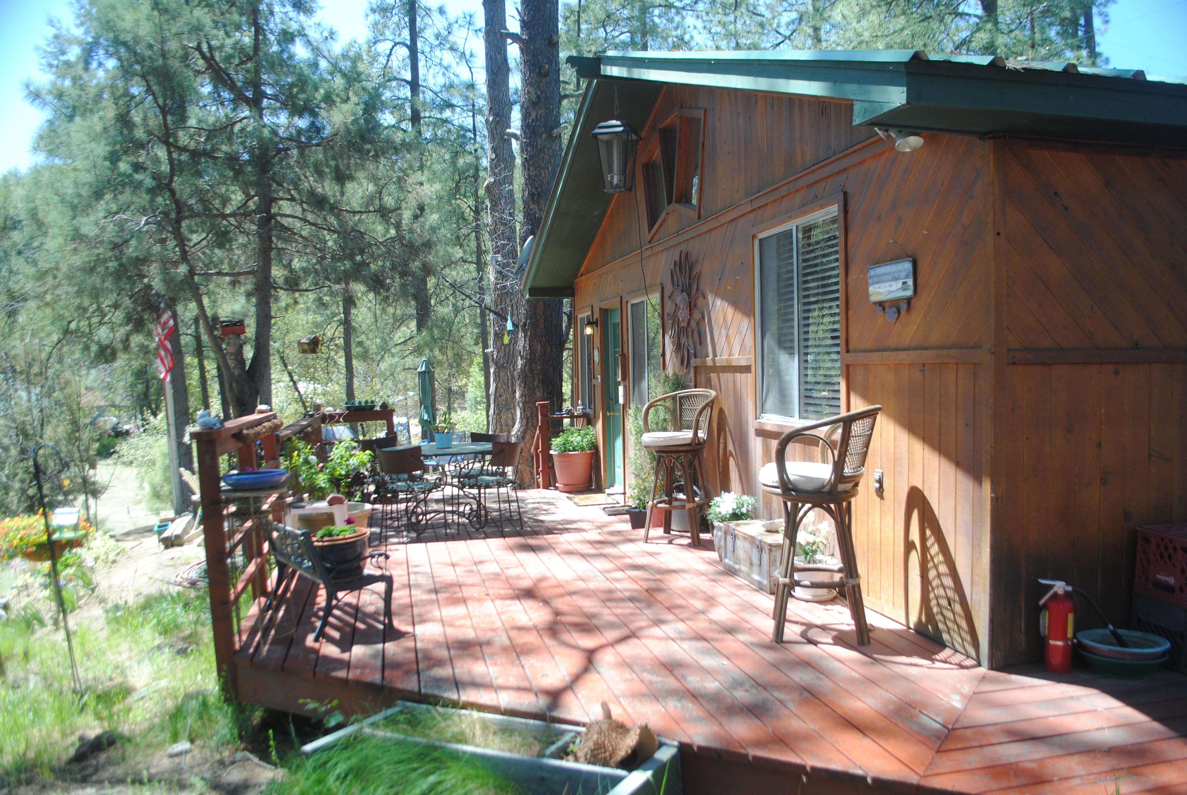 Gentil Cedar Roost Inn